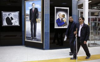 Καλλιτέχνης με προεδρικό όραμα. Δύσκολο πράγμα η έμπνευση, η σύλληψη γενικότερα ενός καλλιτεχνικού έργου. Οχι όμως για τον  Faysal Bugday που στο πρόσωπο του Recep Tayyip Erdogan είδε έναν κόσμο ολόκληρο και τον ζωγράφισε. Η έκθεση βρήκε στέγη στο μετρό της Αγκυρας με τον σεμνό τίτλο «Ο ηγέτης του αιώνα». EPA/TUMAY BERKIN