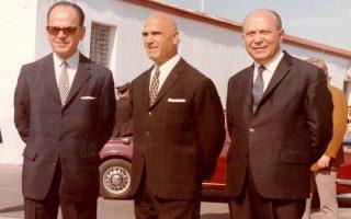Οι τρεις πρωταίτιοι της χούντας φωτογραφίζονται τον Απρίλιο του 1973 κατά τον εορτασμό της επετείου για την έξοδο του Μεσολογγίου.