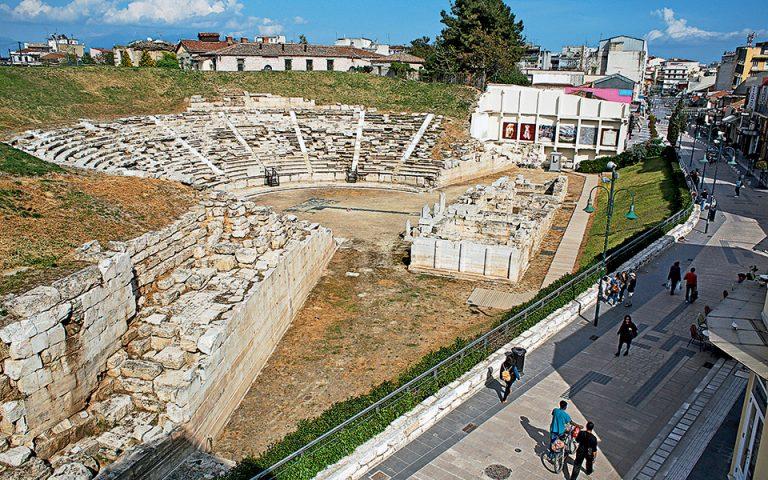 Το Α΄ αρχαίο θέατρο βρίσκεται μέσα στην πόλη. (Φωτογραφίες: NIKOΣ ΚΟΚΚΑΣ)