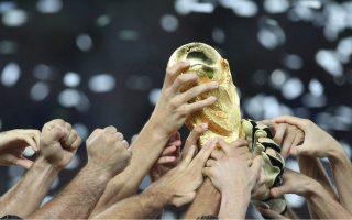 Η FIFA επιδιώκει να πολλαπλασιάσει τα έσοδά της μέσω των Παγκοσμίων Κυπέλλων, όμως οι αντιδράσεις πληθαίνουν.