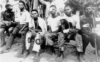 Στρατιώτες της Μπιάφρας στο στρατόπεδο προσφύγων της Ονίτσα, μετά τη συνθηκολόγηση που υπεγράφη στις 15 Ιανουαρίου 1970.