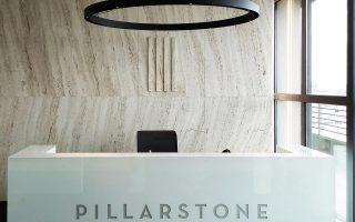 Αν και η Pillarstone εξειδικεύεται στις αναδιαρθρώσεις επιχειρήσεων με τζίρο άνω των 50 εκατ. ευρώ, στην Ελλάδα ξεκινάει και με μικρότερες εταιρείες που έχουν αξιολογηθεί ότι μπορεί να προσελκύσουν το ενδιαφέρον νέων μετόχων.