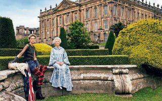 Η Stella Tennant, εγγονή του 11ου δούκα του Ντέβονσαϊρ, και η σημερινή δούκισσα Deborah Devonshire, Chatsworth 2006. © Mario Testino