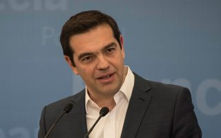 tsipras-to-nero-kai-i-energeia-tha-meinoyn-ypo-dimosio-elegcho0