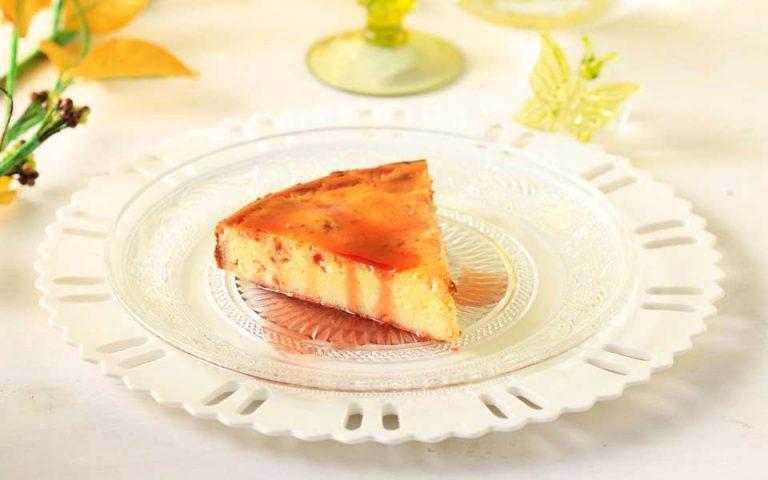 Μελόπιτα χωρίς φύλλο με σάλτσα Mαυροδάφνης
