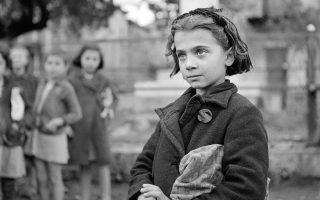 Πορτραίτο κοριτσιού. Δίστομο, 1945, της Βούλας Παπαϊωάννου © Μουσείο Μπενάκη – Φωτογραφικά Αρχεία