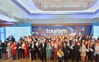 vraveio-sta-tourism-awards-gia-to-skipper-ondeck0