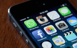 Καθημερινά ένας στους τρεις Ελληνες (ηλικίας 13-74 ετών) κάνει χρήση υπηρεσιών κοινωνικής δικτύωσης.