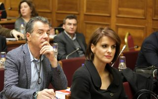 Η κ. Μάρκου, πριν μιλήσει με πολύ θερμά λόγια για τον κ. Κυρ. Μητσοτάκη, είχε πράξει το ίδιο για την κ. Γεννηματά, αποζητώντας στέγη στο ΠΑΣΟΚ, υπενθύμισε το κόμμα του κ. Θεοδωράκη.