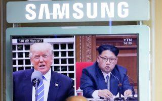Τον πρόεδρο Τραμπ και τον Βορειοκορεάτη ομόλογό του, Κιμ, εμφάνιζε χθες σε διπλανά «παράθυρα» η τηλεόραση της Σεούλ.