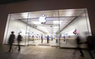 Τα καθαρά κέρδη για την Apple το δεύτερο τρίμηνο του οικονομικού έτους 2016-2017 και όλη την γκάμα προϊόντων και υπηρεσιών ανήλθαν σε 11,03 δισ. δολ., εν συγκρίσει με τα 10,52 δισ. δολ. το ίδιο διάστημα πριν από ένα χρόνο.