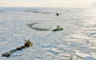 Η τήξη των πάγων στον Αρκτικό Κύκλο, συνέπεια της κλιματικής αλλαγής που συντελείται στις ημέρες μας, πρόκειται να ανοίξει τους δρόμους της ναυσιπλοΐας ακόμη και απευθείας πάνω από τον Βόρειο Πόλο. Ωστόσο, είναι αμφίβολο αν και πότε αυτοί θα χρησιμοποιηθούν.