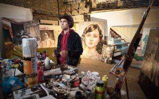Ο Ράιαν Μεντόζα, Αμερικανός καλλιτέχνης, συναρμολόγησε με μεγάλη προσοχή το σπίτι της Ρόζας Παρκς που μετέφερε στο Βερολίνο από τις ΗΠΑ.