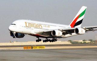 h-emirates-parakamptei-tis-apagoreyseis-tramp-meso-tis-athinas-2188502