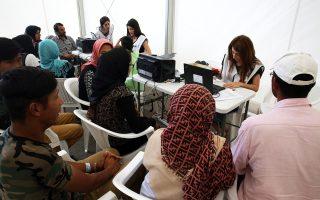 Στιγμιότυπο από την καταγραφή προσφύγων πριν υποβάλουν τα αιτήματα ασύλου.