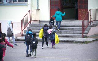 Το υπουργείο Παιδείας θεωρεί επιτυχημένο το πρόγραμμα ένταξης των προσφυγόπουλων στην ελληνική εκπαίδευση.
