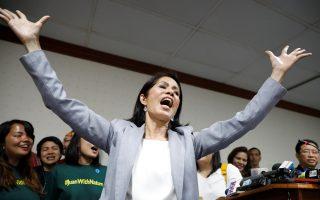 Η υπουργός το έριξε στο τραγούδι. Με πάθος και σκηνική παρουσία η υπουργός Περιβάλλοντος των Φιλιππίνων Regina Lopez  τραγουδά το «I believe I can fly» στην συνέντευξη τύπου μετά την αποπομπή από την θέση της. Την απόφαση πήρε το κοινοβούλιο, μετά από την εντολή της υπουργού για το  κλείσιμο αρκετών ορυχείων νικελίου την χρονιά που πέρασε, εκτοξεύοντας την τιμή του παγκοσμίως. Η Lopez είναι μια πάμπλουτη κληρονόμος (μεταξύ των άλλων έχει και ορυχεία!) που εξελίχθηκε σε ακτιβίστρια του περιβάλλοντος. REUTERS/Erik De Castro
