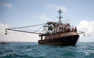 Το σκάφος «Greko 1», που μαζί με ένα ακόμη, το «Greko 2», του ίδιου Ελληνα ιδιοκτήτη, έχουν τυπικά διαλυθεί εδώ και τέσσερα χρόνια, υπό την επίβλεψη του ελληνικών Αρχών, στο Πέραμα. Εντούτοις, το συγκεκριμένο πλοίο «συνελήφθη» πρόσφατα να ψαρεύει παράνομα ανοιχτά των ακτών της Σομαλίας και να ξεφορτώνει την ψαριά του στην Κένυα. Ο ιδιοκτήτης του είχε λάβει από την Ε.Ε. αποζημίωση 1,36 εκατ. ευρώ για τη διάλυση των δύο σκαφών, στο πλαίσιο του προγράμματος περιορισμού του ευρωπαϊκού αλιευτικού στόλου.