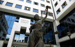 Η απόφαση του ανώτατου ακυρωτικού δικαστηρίου προκάλεσε αναστάτωση σε δημάρχους και εργαζομένους.