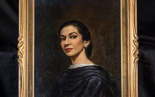 Ελαιογραφία της Κάλλας, από τον Ιταλό ζωγράφο Vandini, βασισμένο σε φωτογραφικό πορτρέτο της. Ο πίνακας αυτός αποτελεί την πρώτη προσωπογραφία της καλλιτέχνιδος –από τις 7-8 που διέθετε η Κάλλας– και κοσμούσε τόσο το σπίτι της στο Μιλάνο όσο και τα επόμενα.