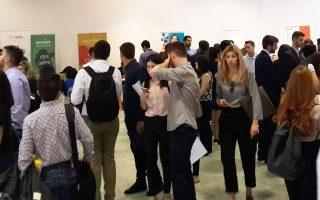 Από τις «Ημέρες Καριέρας ΟΠΑ 2017», εκδήλωση που διοργάνωσε το Οικονομικό Πανεπιστήμιο Αθηνών. Περισσότεροι από 400 απόφοιτοι έλαβαν μέρος στην εκδήλωση με σκοπό την ένταξή τους στην αγορά εργασίας, καθώς 43 μεγάλες επιχειρήσεις από την Ελλάδα και το εξωτερικό συζήτησαν την προοπτική συνεργασίας με τους ενδιαφερόμενους νέους.