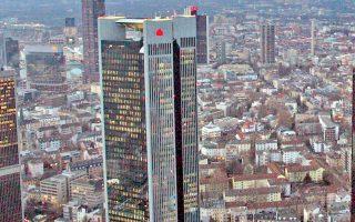 H κεντρική τράπεζα της Γερμανίας νοίκιασε τον ουρανοξύστη Trianon tower (φωτ.) στη Φρανκφούρτη, μειώνοντας ακόμα περισσότερο τον ήδη λιγοστό διαθέσιμο γραφειακό χώρο για τις τράπεζες που εξετάζουν να μετεγκατασταθούν από το Λονδίνο στη γερμανική πόλη λόγω Brexit.
