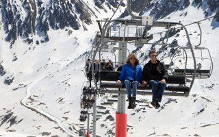 Το ζεύγος Μακρόν, κατά τη διάρκεια επίσκεψής του σε χιονοδρομικό κέντρο τον Απρίλιο.