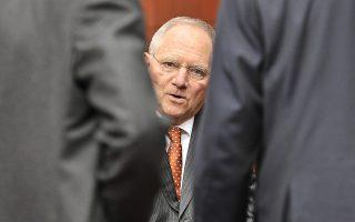 Ο κ. Σόιμπλε διευκρίνισε ότι στις νέες προβλέψεις φορολογικών εσόδων δεν εμπεριέχονται οι επιβαρύνσεις των επόμενων ετών.