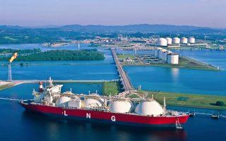 Θα επιτρέπεται πλέον η πώληση υγροποιημένου φυσικού αερίου από τις ΗΠΑ. Ομως, το πιο σημαντικό απ' όλα είναι ότι οι κινεζικές τράπεζες θα μπορούν να δραστηριοποιηθούν στην αμερικανική αγορά.