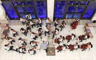 H νεανική ορχήστρα εγχόρδων Camerata Junior περιμένει το κοινό αύριο το πρωί (11.30 π.μ.) στο Μέγαρο.