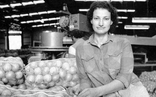 Η Ροδίτισσα Doula Papas μαζί με τον σύζυγό της είχαν ιδρύσει εταιρεία εξαγωγής κρεμμυδιών, που έφτασε κάποια στιγμή στην τρίτη θέση παγκοσμίως.
