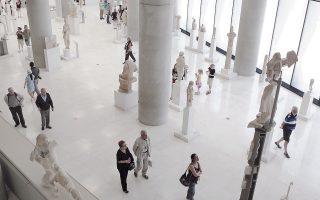 Το Μουσείο της Ακρόπολης θα ανασύρει από τις αποθήκες του τα υπόλοιπα θραύσματα της «Κόρης με τον πόλο», ενώ το Νομισματοκοπείο έχει κόψει ειδικό μετάλλιο. Το Μουσείο Μπενάκη παρουσιάζει εκθέματα κινεζικής τέχνης, όμως το αντικείμενο του Μαΐου είναι ένα πιάτο από πορσελάνη.