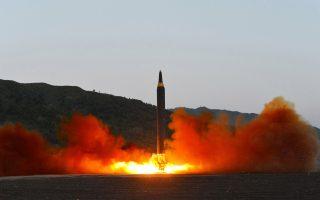 Την εκτόξευση πυραύλου μέσου βεληνεκούς, τύπου Χουασόνγκ-12, ανακοίνωσε η τηλεόραση της Πονγιάνγκ.
