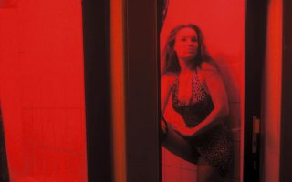 Γυναίκα που διαχειρίζεται μόνη της το σώμα της ή θύμα trafficking; Η διάκριση έχει τεράστια σημασία.
