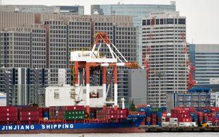 Οι εξαγωγές αυξήθηκαν κατά 2,1% ενώ η ιδιωτική κατανάλωση, η οποία συνεισφέρει περίπου το 60% του ΑΕΠ, ενισχύθηκε κατά 0,4%.