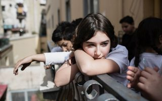 Η 13χρονη Μαρία Ροζάρια Καρνταμόνε περιμένει υπομονετικά για το κάστινγκ της σειράς από τα βιβλία της Ελενα Φεράντε.