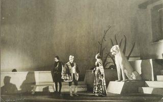 Φωτογραφία αρχείου της Λυρικής από την πρώτη παράσταση της όπερας του Σαμάρα «Ρέα», 1943-44.