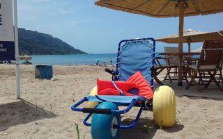 Πέρυσι ήταν διαθέσιμα εννέα πλωτά αμαξίδια στις παραλίες, ενώ φέτος αναμένεται η παραλαβή τεσσάρων ακόμα. Η Κέρκυρα φιλοδοξεί να χρισθεί η πιο φιλική για ΑμεΑ πόλη της Μεσογείου, ενώ την άλλη εβδομάδα συμμετέχει στον διαγωνισμό «Bravo! Sustainability Awards».