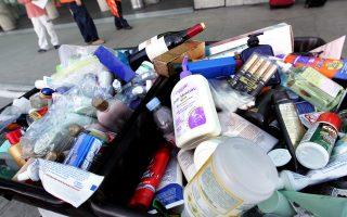 Το πλαστικό δεν βρίσκεται μόνο στις συσκευασίες, αλλά και στο περιεχόμενο.