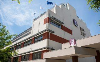 Το νέο εντυπωσιακό πενταώροφο κτίριο του Οικονομικού Πανεπιστημίου Αθηνών στην Κυψέλη. Εγκαινιάστηκε με κάθε επισημότητα χθες, παρουσία του Προέδρου της Δημοκρατίας Προκόπη Παυλόπουλου. Το κτίριο έχει πολύ μεγάλη σημασία για την περιοχή, με την καθημερινή παρουσία των 12.000 ενεργών φοιτητών και του προσωπικού. Το Οικονομικό Πανεπιστήμιο είναι «ένας πυρήνας που λειτουργεί ανασχετικά στην υποβάθμιση του ιστορικού της κέντρου», ανέφερε ο πρύτανης του ΟΠΑ Εμμανουήλ Γιακουμάκης.