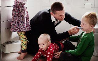 Σουηδός μπαμπάς εν δράσει. Πορτρέτο του βραβευμένου φωτογράφου Johan Bavman.