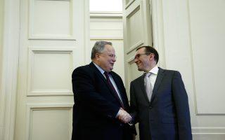 Ο ειδικός σύμβουλος του γενικού γραμματέα του ΟΗΕ για το Κυπριακό Εσπεν Μπαρθ Εϊντε συναντήθηκε χθες στην Αθήνα με τον Ελληνα υπουργό Εξωτερικών Νίκο Κοτζιά.