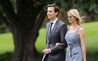Ο Τζάρεντ Κούσνερ και η σύζυγός του, Ιβάνκα, στον κήπο του Λευκού Οίκου.