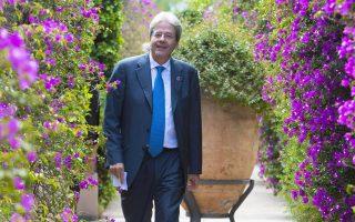 Ο πρωθυπουργός της Ιταλίας Πάολο Τζεντιλόνι υποδεχόταν τους ξένους ηγέτες στη Σικελία, ενώ ο Ρέντσι κανόνιζε εκλογές.