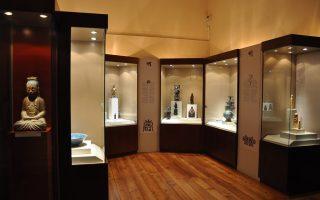 Το Μουσείο Ασιατικής Τέχνης στην Κέρκυρα έχει 16.000 αντικείμενα και στεγάζεται στα Ανάκτορα των Αρχαγγέλου Μιχαήλ και Αγίου Γεωργίου στο ιστορικό κέντρο.