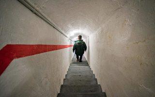 Οι συμμετέχοντες στην ψηφιακή προσομοίωση κατεβαίνουν 20 μέτρα, στην καρδιά ενός βράχου. Φωτογραφίες: Αλέξανδρος Αβραμίδης