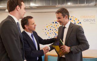 Ο Κυρ. Μητσοτάκης συναντήθηκε χθες με τον πρέσβη της Ολλανδίας Caspar Veldkamp και μέλη του Δ.Σ. της Ελληνοολλανδικής Ενωσης Εμπορίου και Βιομηχανίας.