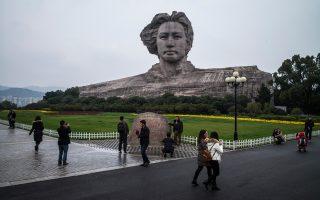Το ύψους 30 μέτρων άγαλμα του Μάο Τσετούνγκ στο νησί Τανζερίν.