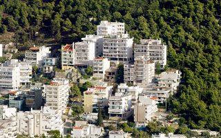Χθες, δεύτερη εβδομάδα που επετράπη η διενέργεια πλειστηριασμών για απαιτήσεις άνω των 400.000 ευρώ, οι πλειστηριασμοί που είχαν αναγγελθεί και πραγματοποιήθηκαν ήταν λίγοι και έγιναν κυρίως στην περιφέρεια, καθώς στην Αθήνα υπήρξαν αντιδράσεις με στόχο την ακύρωση της διαδικασίας.