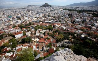 Οι Atenistas μας ξεναγούν στην παλαιότερη γειτονιά της Αθήνας και ιδίως στις αυλές της.